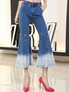 Beau jean femme flare en denim bleu foncé bicolore bleu à taille naturelle  avec frange 6f909ab93311