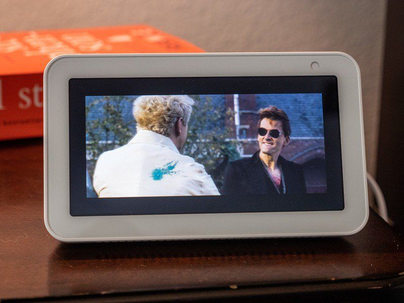 Can You Watch Netflix On Echo Show Icymi Is The Amazon Echo Show 5 Better Than The Lenovo Smart Clock Tv Services Live Tv Amazon Echo