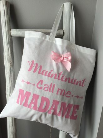 le tote bag de la mariee le cadeau sp cial pour la copine. Black Bedroom Furniture Sets. Home Design Ideas