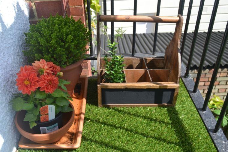 balcon con césped artificial Jardi de ciutat Pinterest Césped