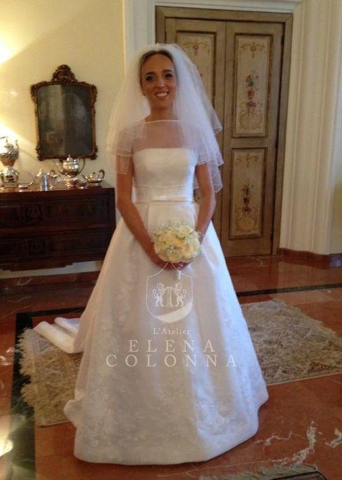 4981057f1695 Abiti sposa Napoli. Regalità ed eleganza al top per l abito da sposa di  Marinetta che porta la firma di Elena Colonna