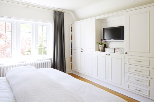 Simple Calm Clutter Free And Cozy Not So Much This Exact Wallpaper For The Home Bedroom Built Ins Closet Bedroom Bedroom Wall Units