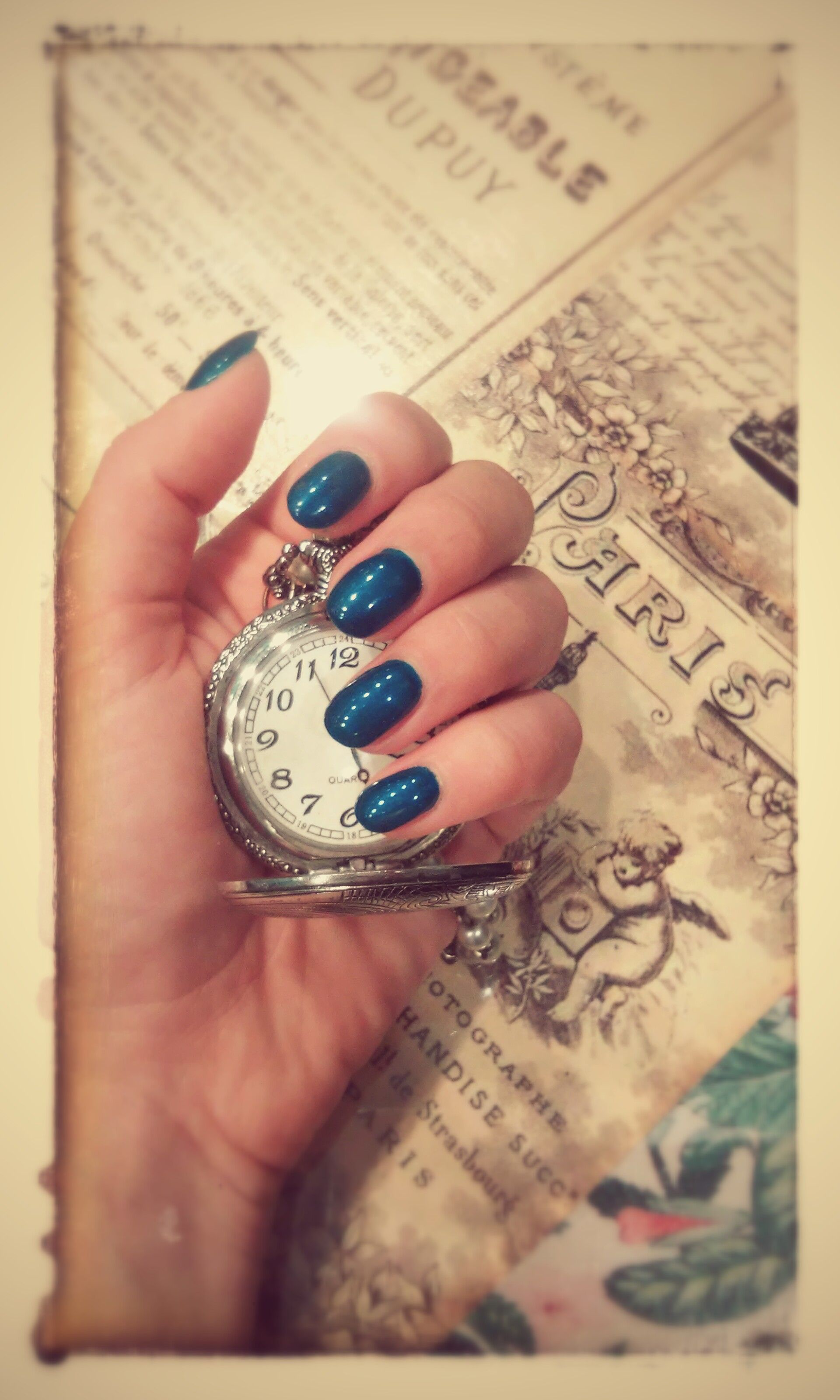 nail art montre vintage affiche r tro paris journal wonderland ongles lyon bleu canard. Black Bedroom Furniture Sets. Home Design Ideas