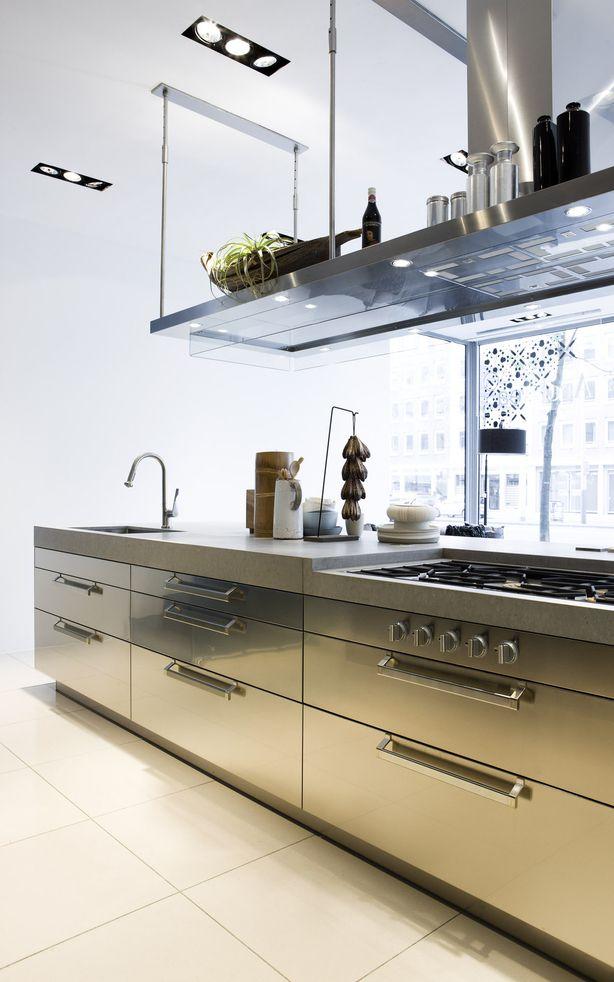 Keuken van arclinea met industri le uitstraling deze industrieel ogende keuken van arclinea - Keuken op het platteland ...
