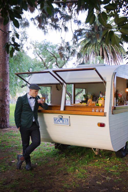 la caravane bar elle peut aussi se louer pour des v nements particuliers food truck. Black Bedroom Furniture Sets. Home Design Ideas