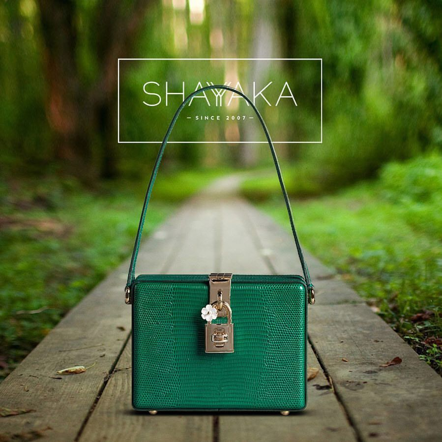Dolce & Gabbana Iguana Print Leather Dolce Bag  Emerald Green   26 x 20.5 x12.5 cm  Available Now  For purchase inquiries, please contact sales@shayyaka.com or +961 71 594 777 ( SMS, WhatsApp, or iMessage) or Direct Message on Instagram (@Shayyaka). Guaranteed 100% Authentic   Worldwide Shipping   Bank Transfer or Credit Card