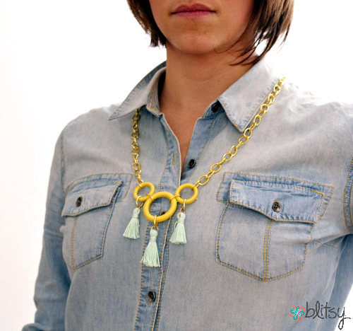Create this amazing spring necklace with crochet supplies! #blitsy