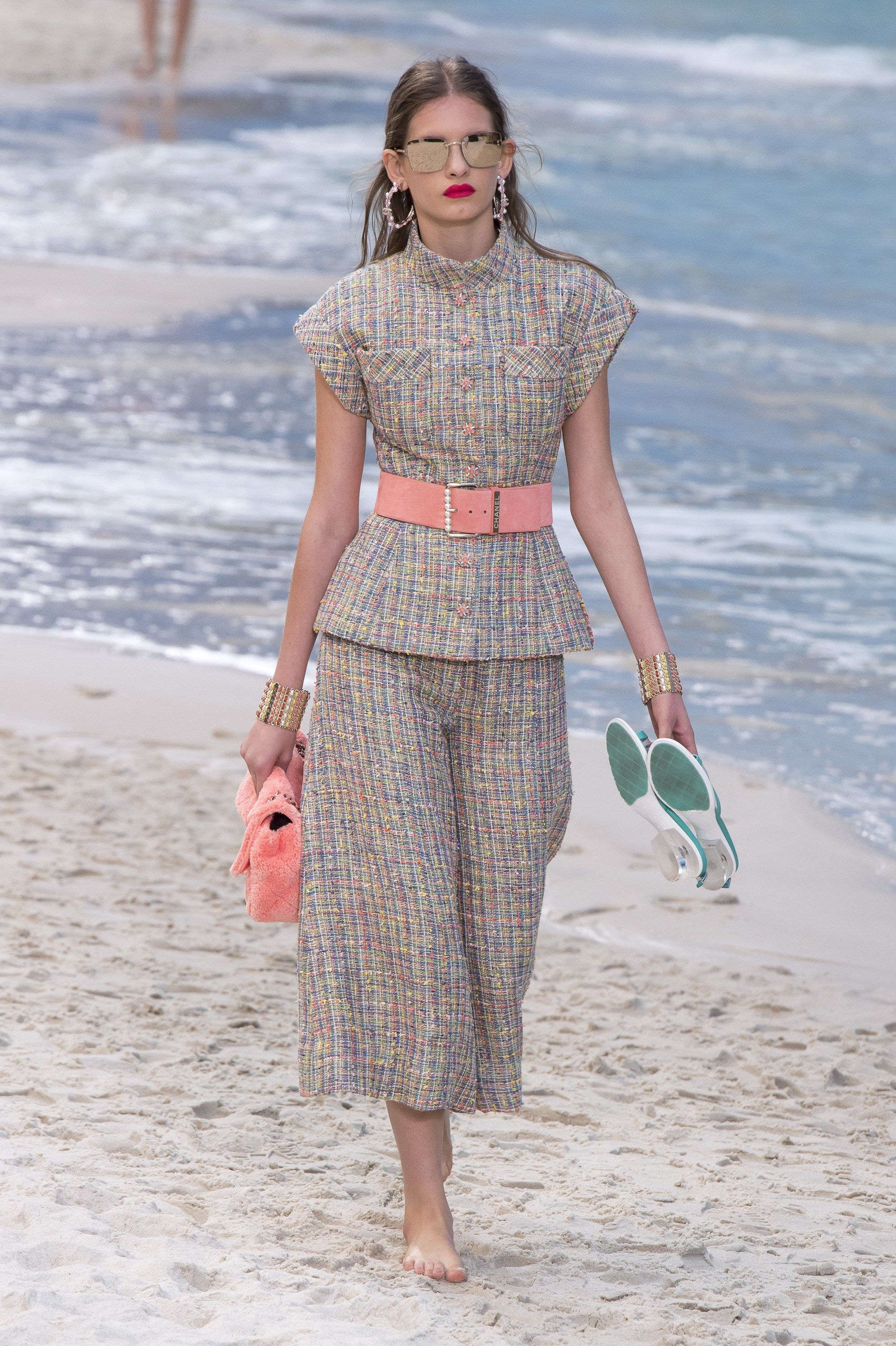 Chanel Spring 2019 Ready-to-Wear Collection - Vogue  clothes   beautifulclothes  fashion  apparel  fashiontrends  style  stylewatch   fashioninspiration ... 407b96729ca9