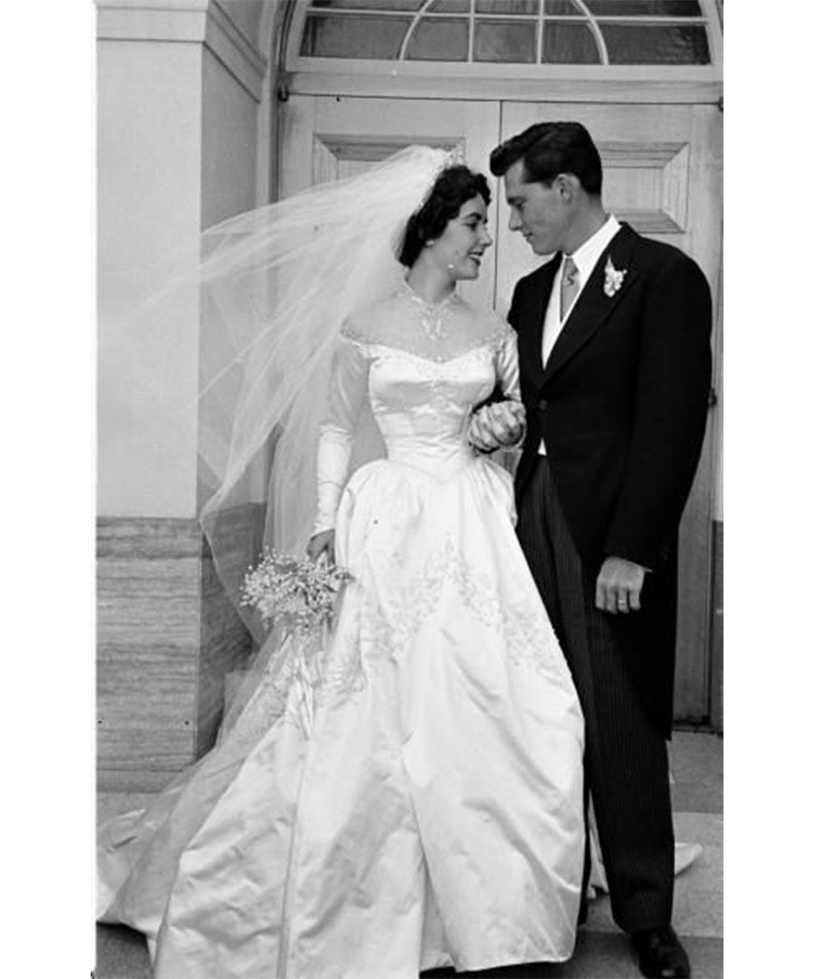 See classic and unique wedding dress styles from Grace Kelly 33c5234cebc5