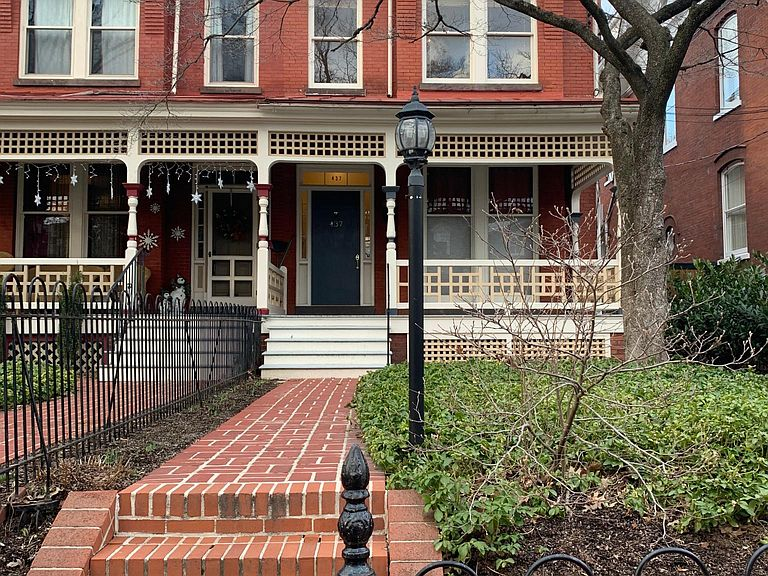 437 W Chestnut St Lancaster Pa 17603 Apartments For Rent Zillow Renting A House Townhouse For Rent Rental Listings