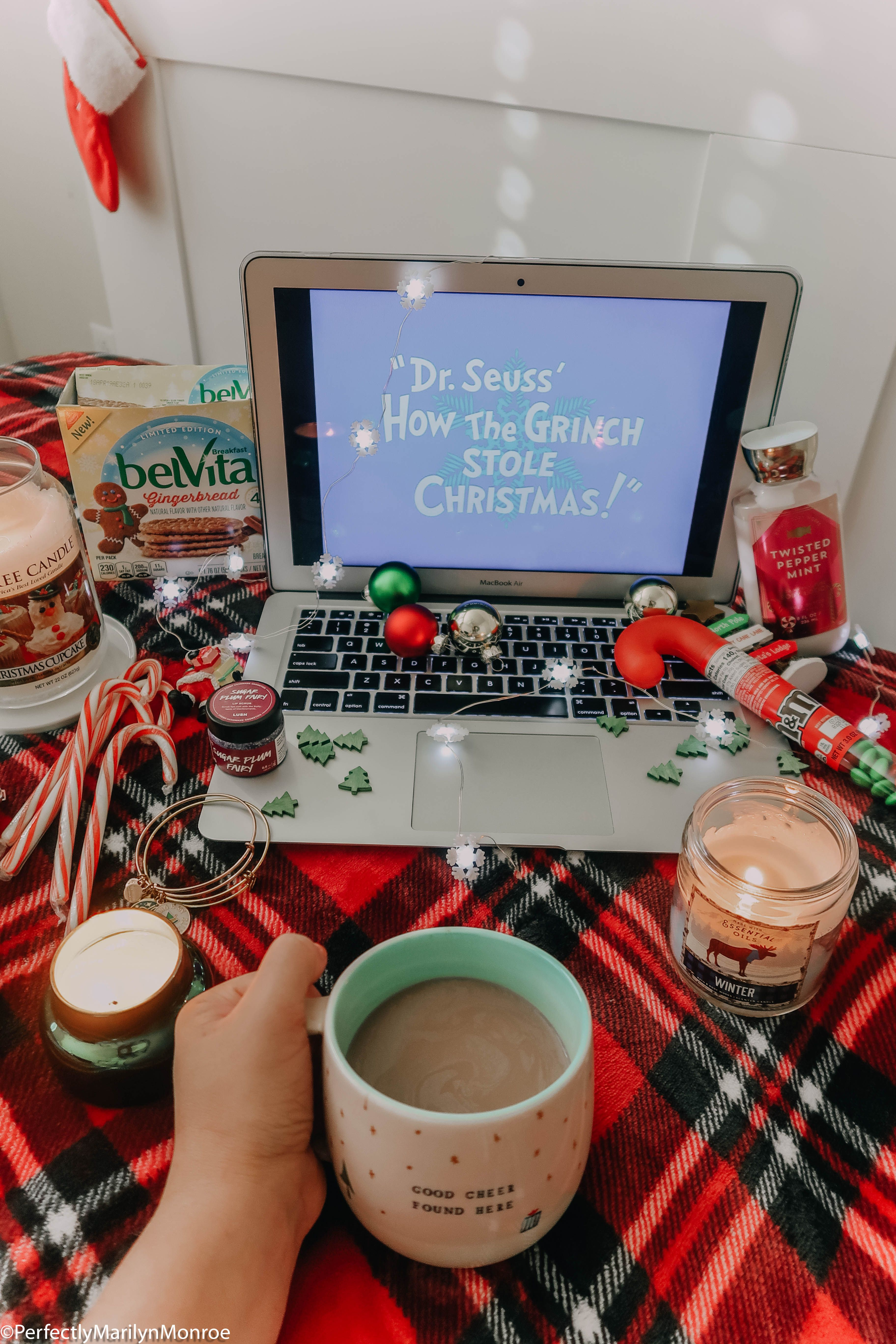 Happy Holidays // #christmas #christmaspictureideas #christmasdecor #cutechristmaspictures #cutechristmaspicturideas #homedecor #decor #christmasdecorations #christmastree #santaclause #christmastreeideas #christmascookies #christmascrafts #christmaspartyideas #christmasoutfit #christmasoutfits #christmasmovies #flatlays #christmasflatlay #winter #winterwonderland #ootd #ootdwinter #fashion #cutewinteroutfits #winteroutfitideas #christmas2018 #christmas18 #christmasmovies #santaclause