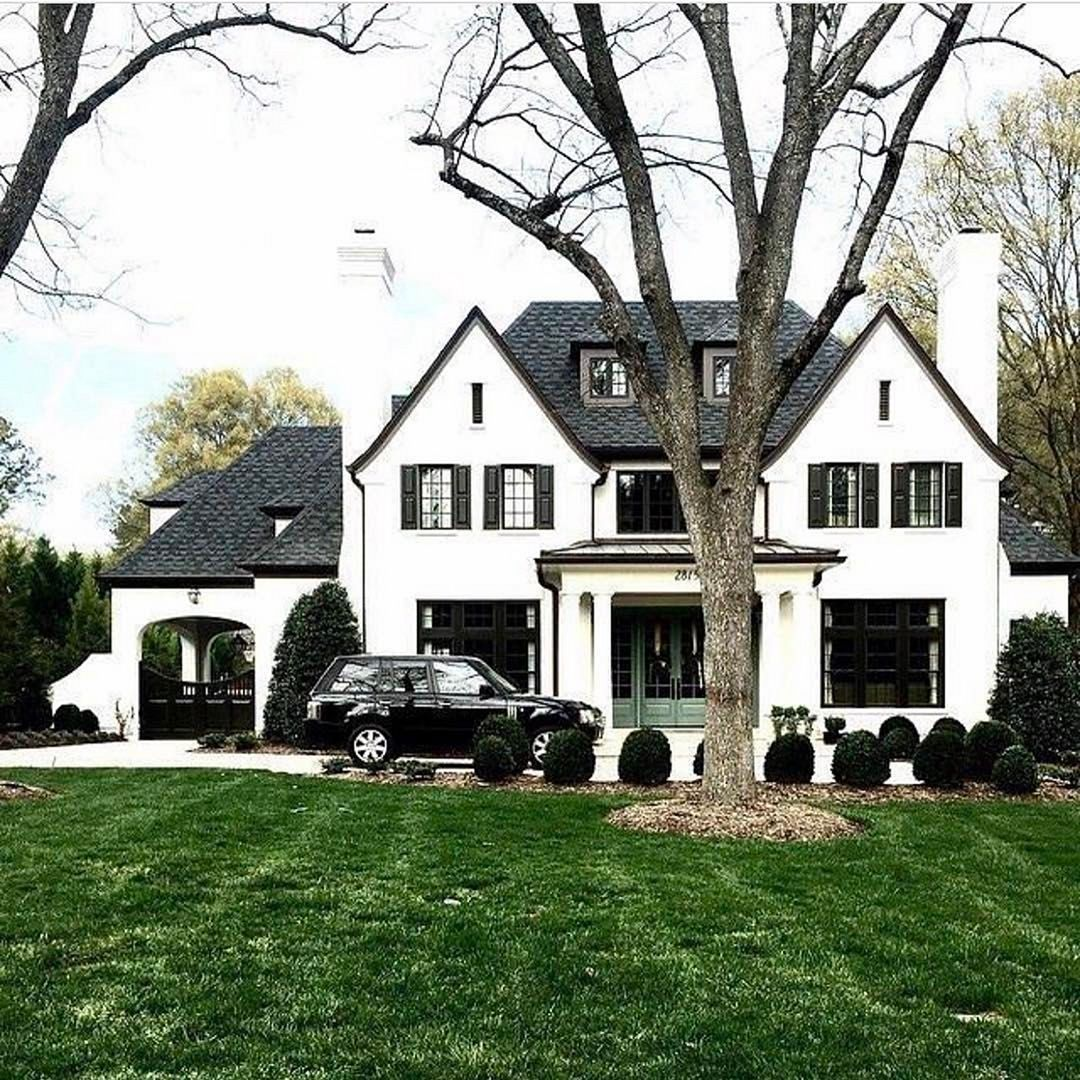 Top 23 Awesome White Home Exterior Design For Your Home Inspiration Https Decoor Net 23 Awesome White Home Exte House Exterior House Goals Residential Design