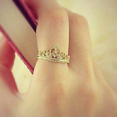 Anillos de compromiso en forma de corona que tu princesa - Modelos de coronas ...