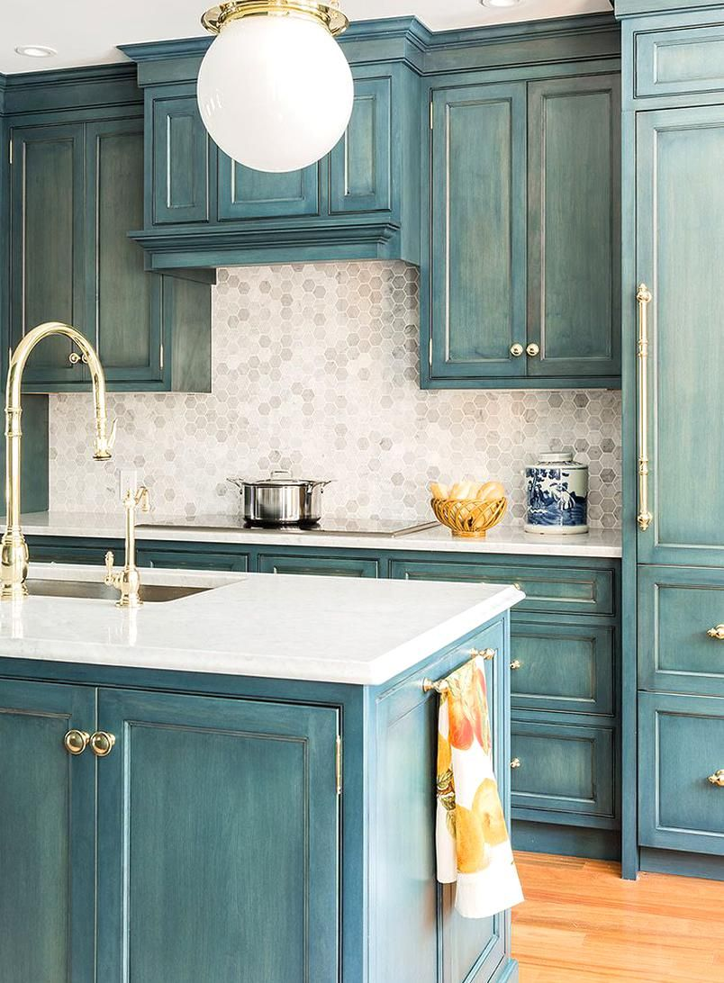 Distressed Kitchen Cabs Are the Right Kind of Dated in ...