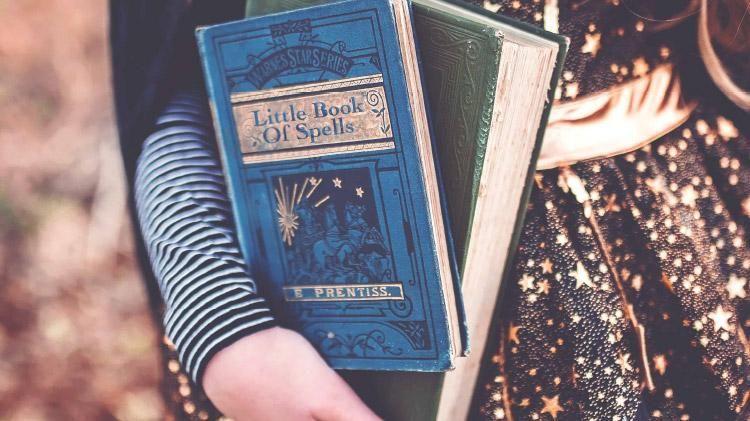 Welches Hogwarts Haus Passt Zu Dir Finde Es Heraus Dadrift Hexenhandwerk Hogwarts Buch Der Schatten