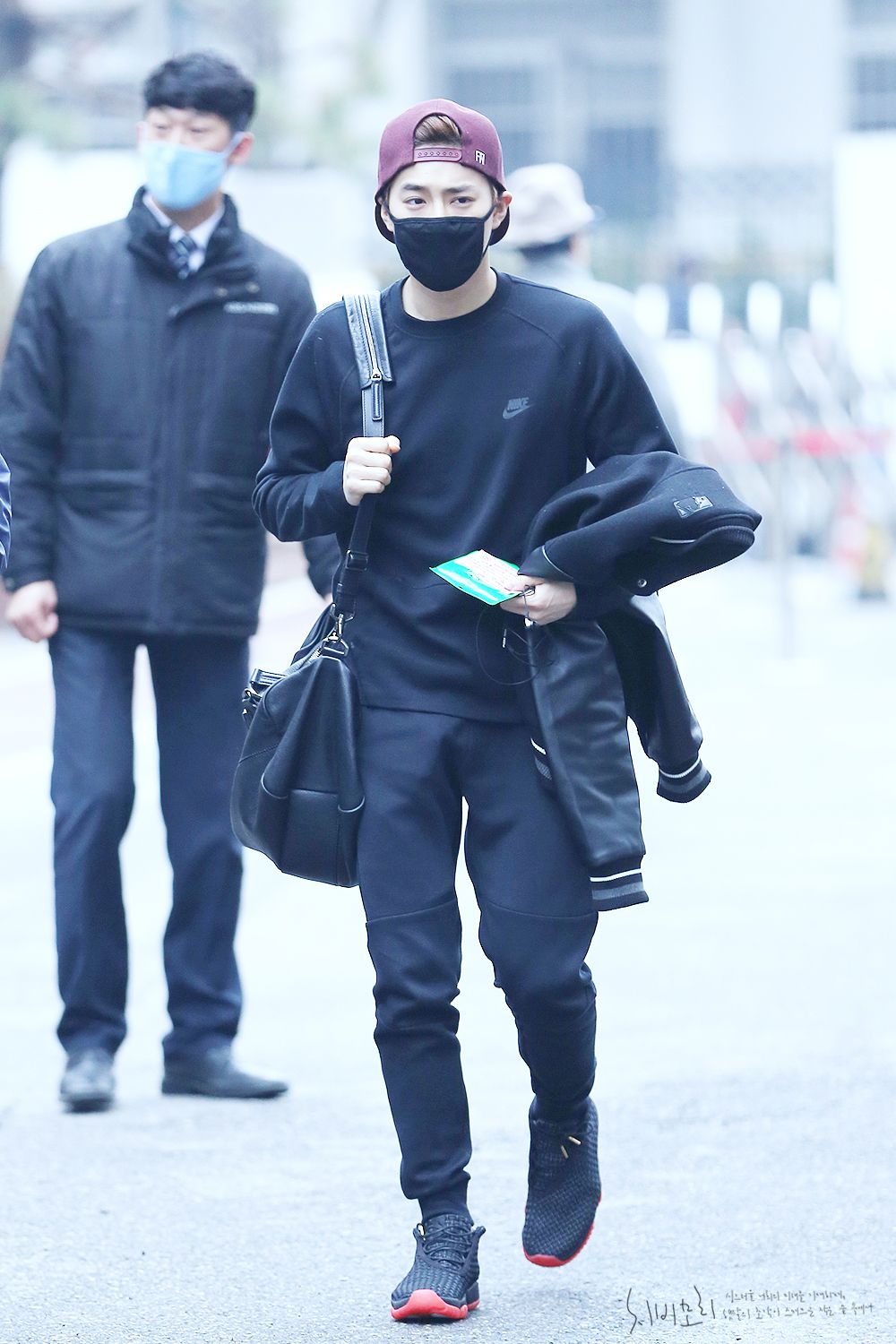Suho - 150403 KBS Music Bank, commute Credit: Chibimori. (KBS 뮤직뱅크 출근길)