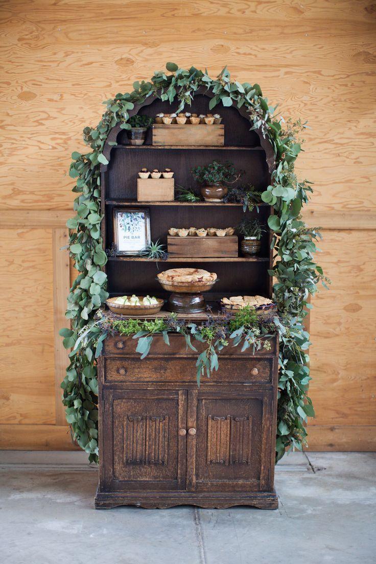 Pies table | Apulian Wedding Isnpiration | Ispirazione dalla Puglia! http://theproposalwedding.blogspot.it/ #apulia #wedding #matrimonio #autumn #autunno #fall #wine #wineyard #olive #uliveto #oliva #verde #green #italy #italian #italia #rustic