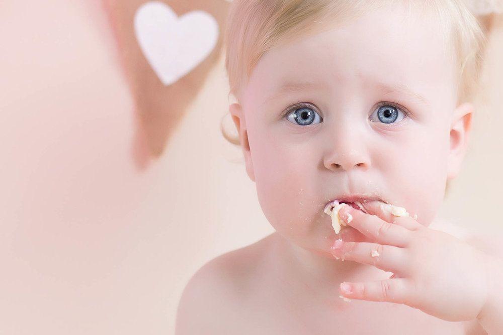 Baby photographer clitheroe lancashire smash cake