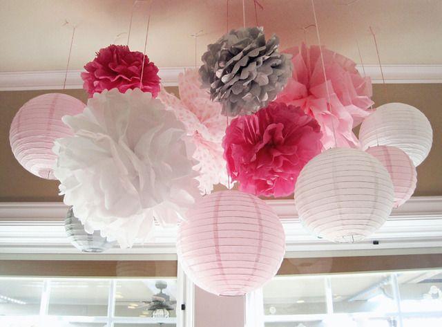 Pompons de papier de soie et lampes chinoises