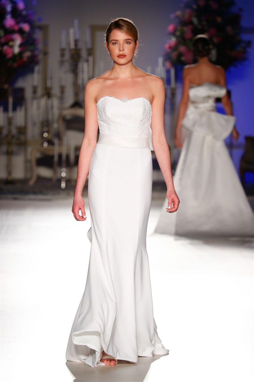 Graziose Leggiadre Ed Eteree Ecco Le Spose Di Milano Collezione Sposa 2018 Giuseppe Papini Signature Mermaid Gown Of Silk With An Impressive Bow On