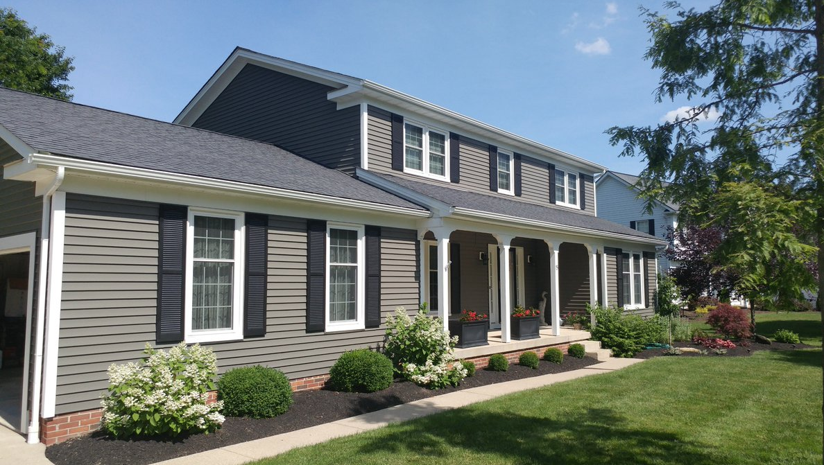 Kaycan Vinyl Siding Castlemore Siding With White Trims And Black