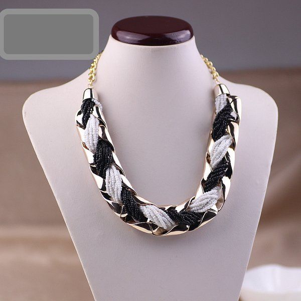 Accounterment Short Design Bead Necklace