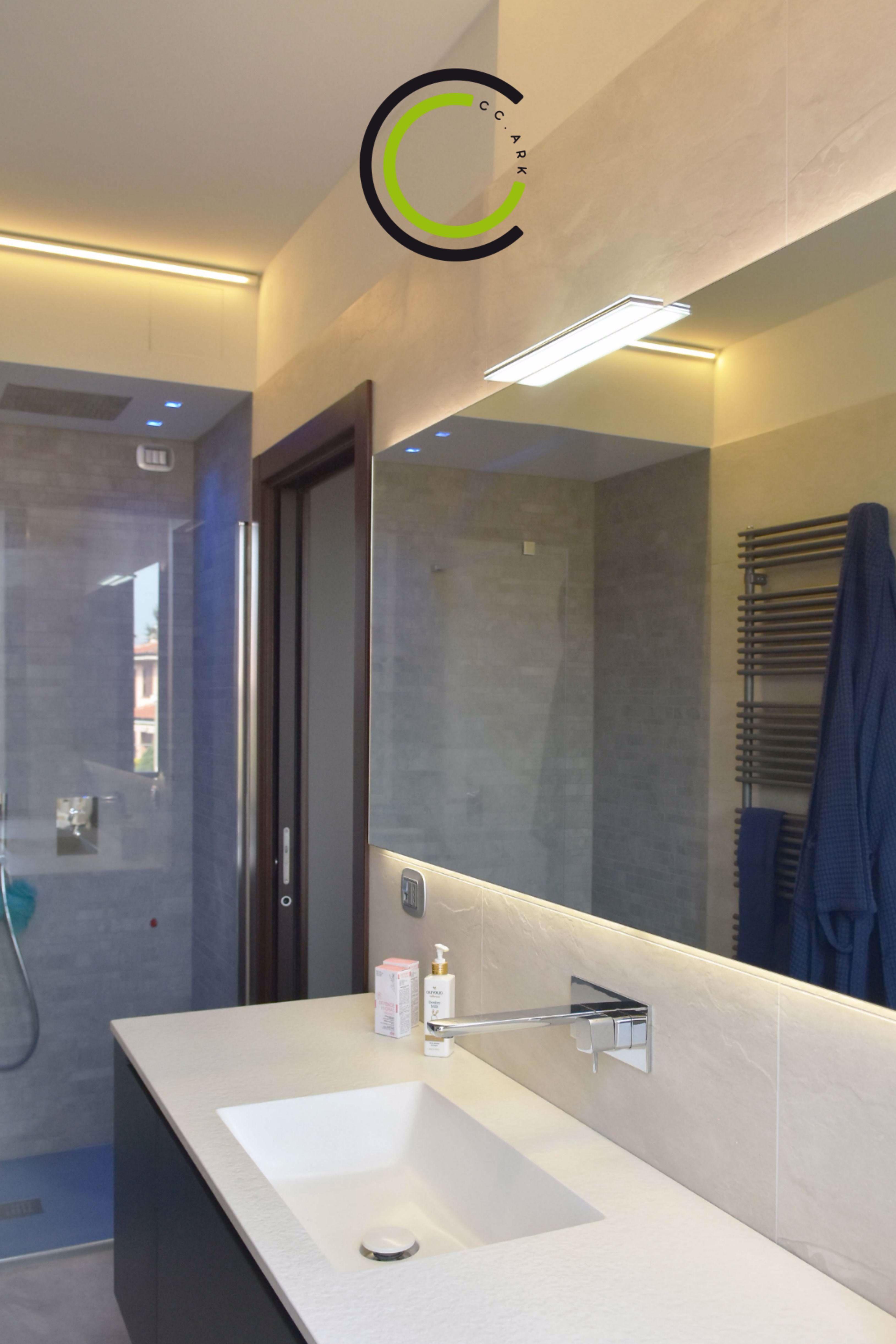 Bagno Con Doccia In Nicchia In 2020 Bathroom Design Lighted