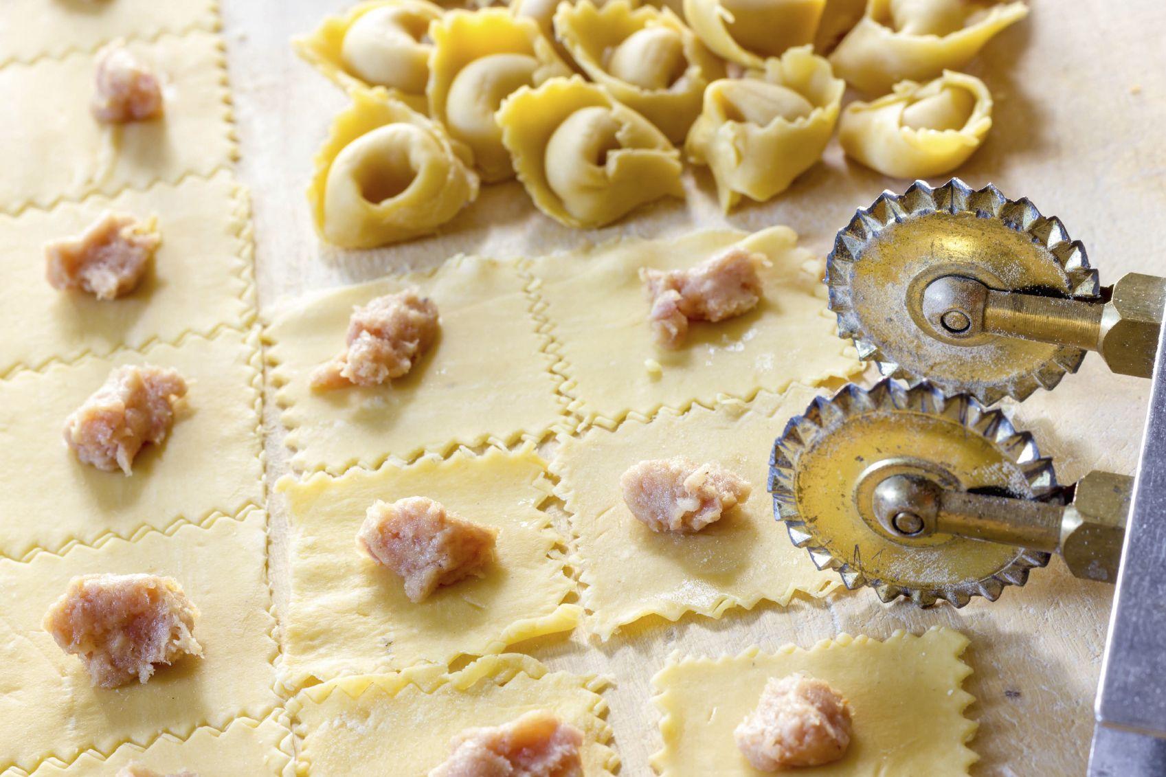 Come Si Fanno I Tortellini La Cucina Italiana Tortellini Tortellini Fatti In Casa Ricette Di Cucina