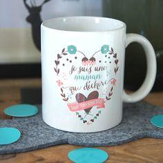 le mug je suis une maman qui d chire tasse a customiser pinterest. Black Bedroom Furniture Sets. Home Design Ideas