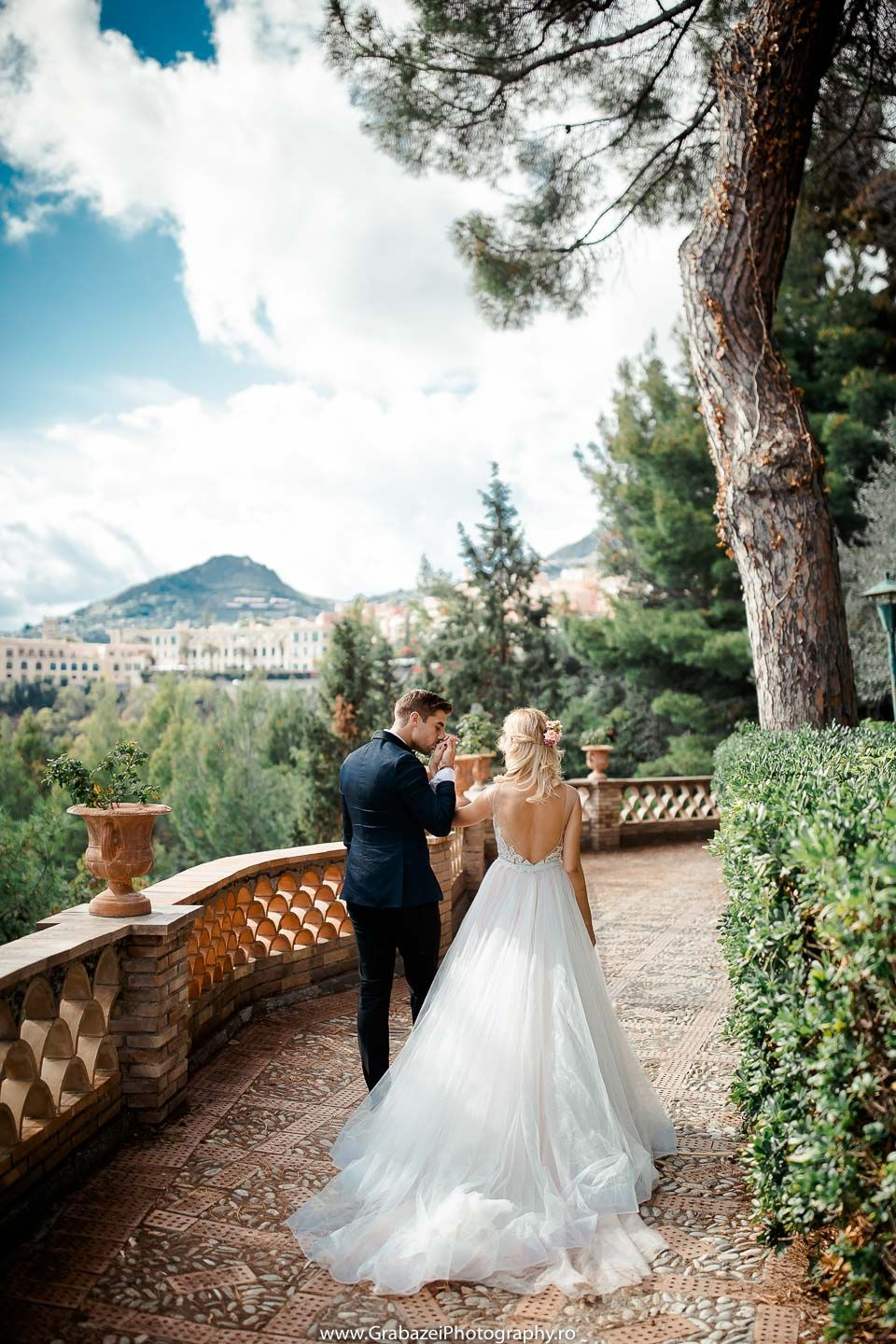 After Wedding Session In Sicily Bride And Groom Posing Ideas Grabazei Outdoorwedding Nuntai Italy Wedding Destination Wedding Inspiration Wedding Session
