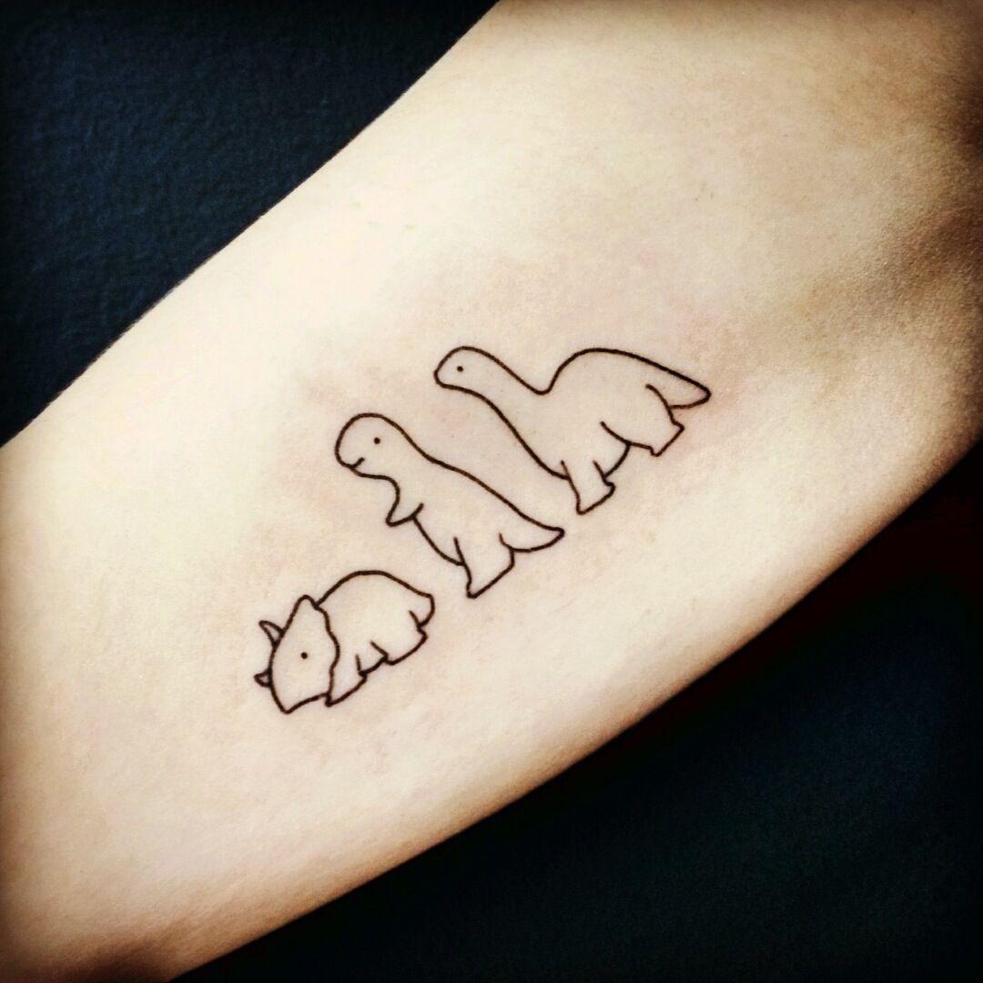 Dinosaurios Dinasour Tattoo Tiny Tattoos Cute Tattoos Corte el tatuaje elegido y retire la hoja superior. dinasour tattoo tiny tattoos