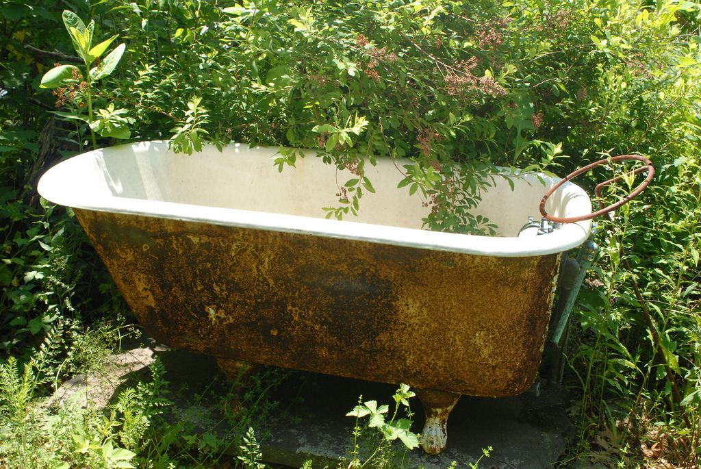 Garden Bathtub | rust | Pinterest | Garden art, Gardens and Flowers