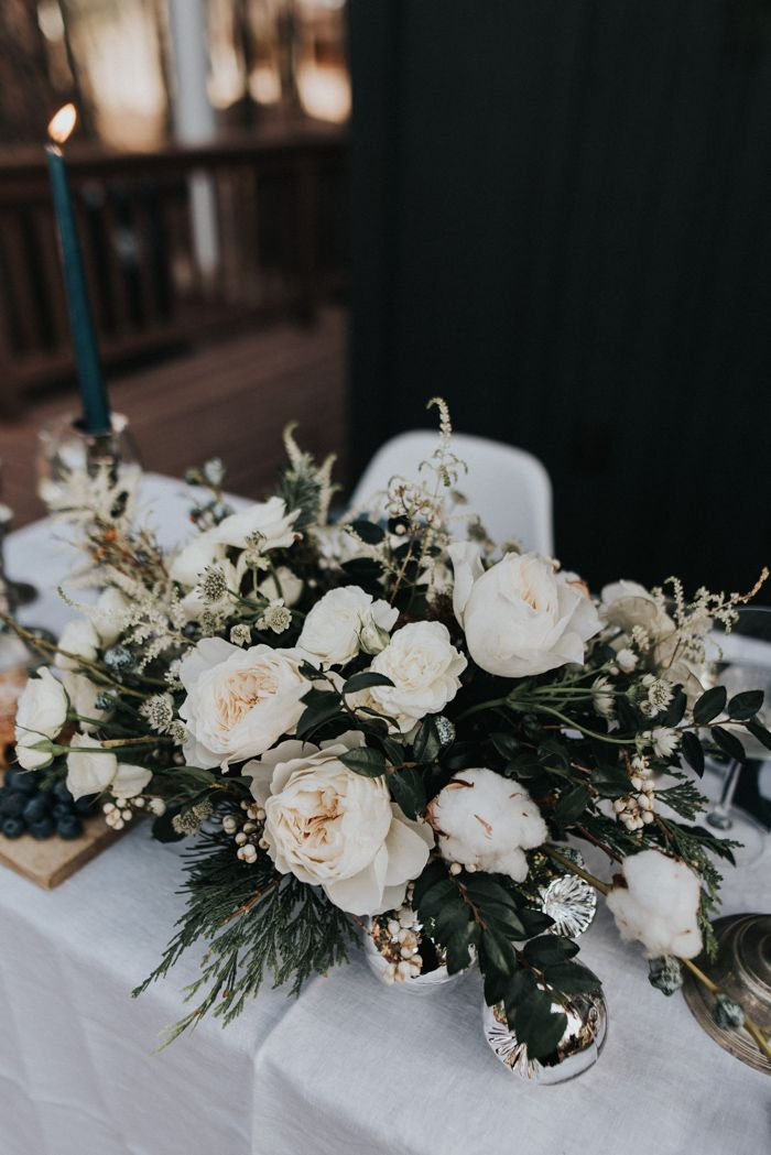 This Elegant Cabin Wedding Inspiration is a Modern Winter Wonderland | Junebug Weddings