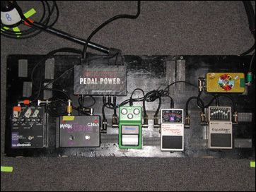weezer 39 s brian bell 39 s pedalboard 1990 39 s guitar effect pedal gardens pinterest le 39 veon bell. Black Bedroom Furniture Sets. Home Design Ideas
