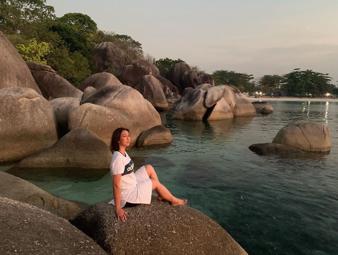 Berfoto Di Bebatuan Granit Pantai Tanjung Tinggi Belitung Image From Maria C Jenny Di 2020 Pantai Pemandangan Foto Wisata