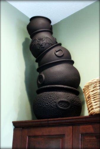 Awesome idea from Hilda on Halloween Forum, stackable cauldrons ...