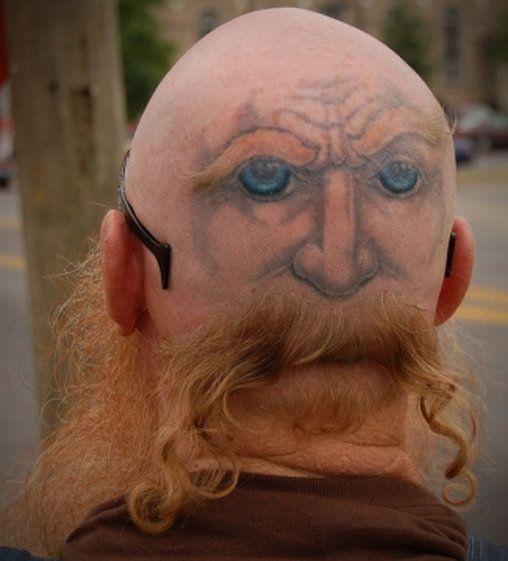 26 Total Verruckte Frisuren Bilder Videos Lol De Menschen Total Verruckt Schlechte Tatowierungen Verruckte Frisuren Lustige Tattoos