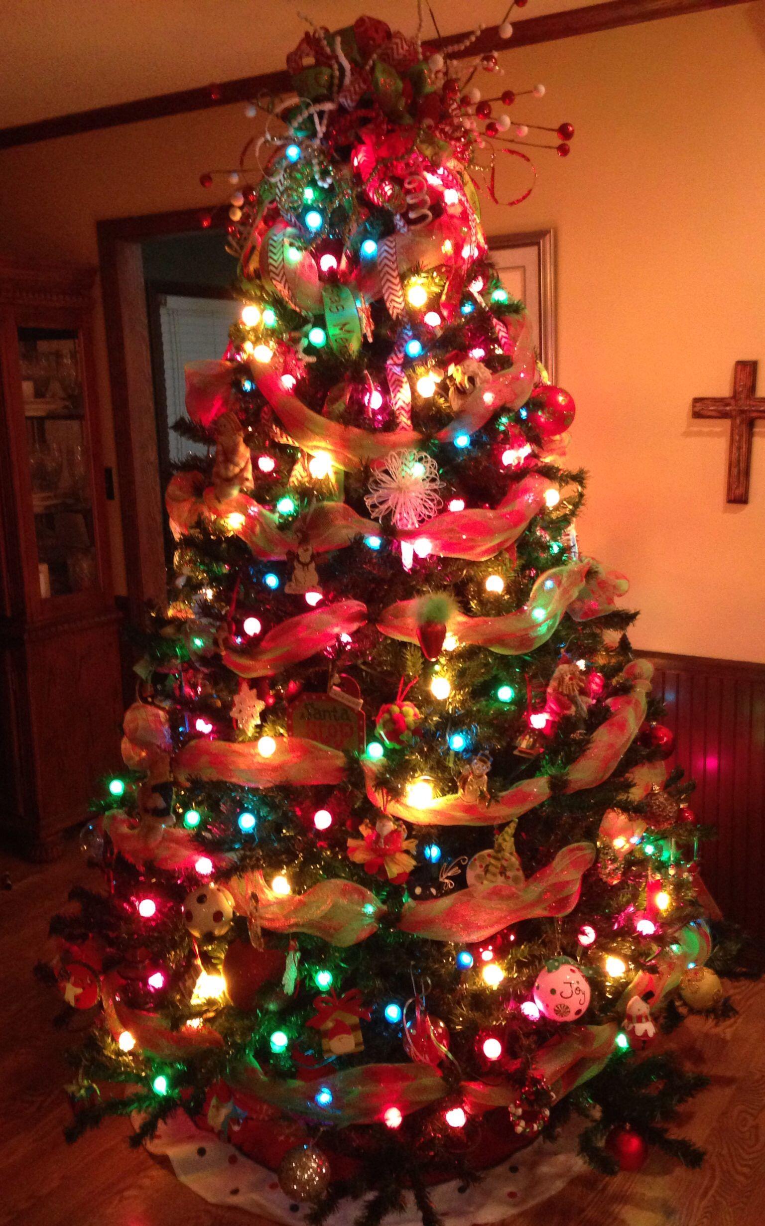 Christmas Tree With Deco Mesh Decoracao De Natal Arvore De Natal Natal