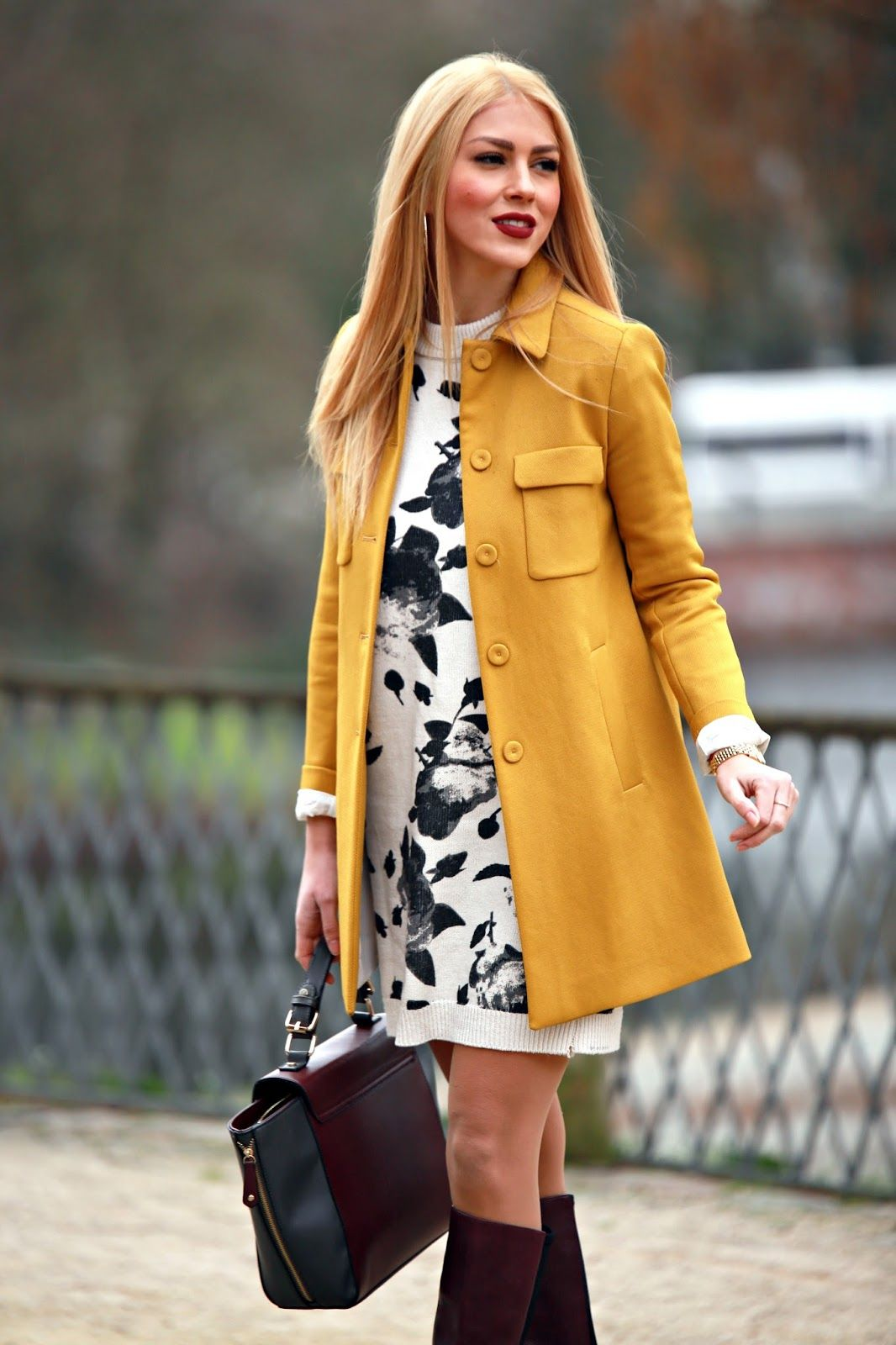 Sunny Coat Fashion White Print Dress Coat [ 1600 x 1066 Pixel ]