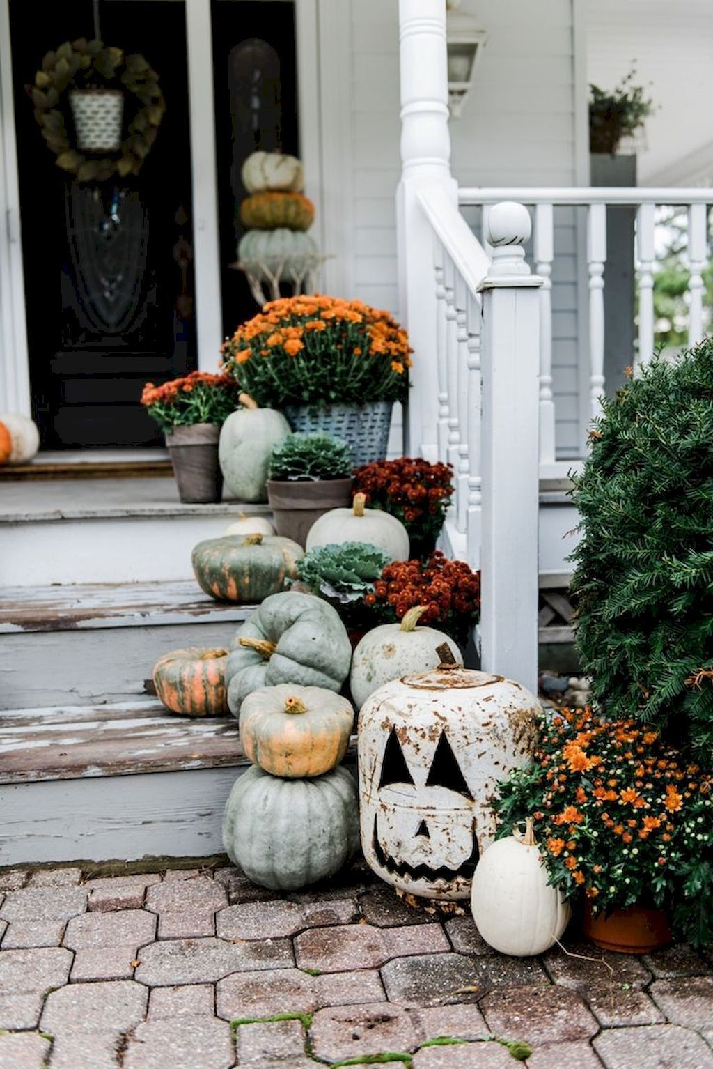 35-diy-fall-decor-ideas-for-small-porch-5b55f29d6d0e8 images