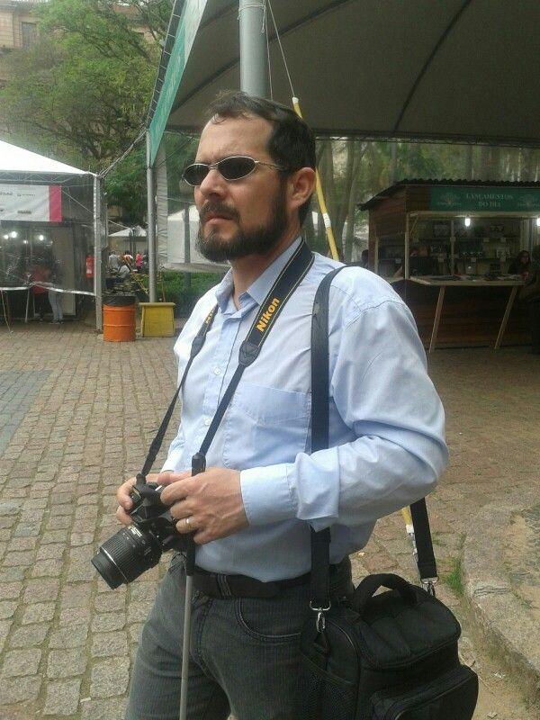 Para mim fotógrafo cego a lente da minha máquina são os meus olhos.