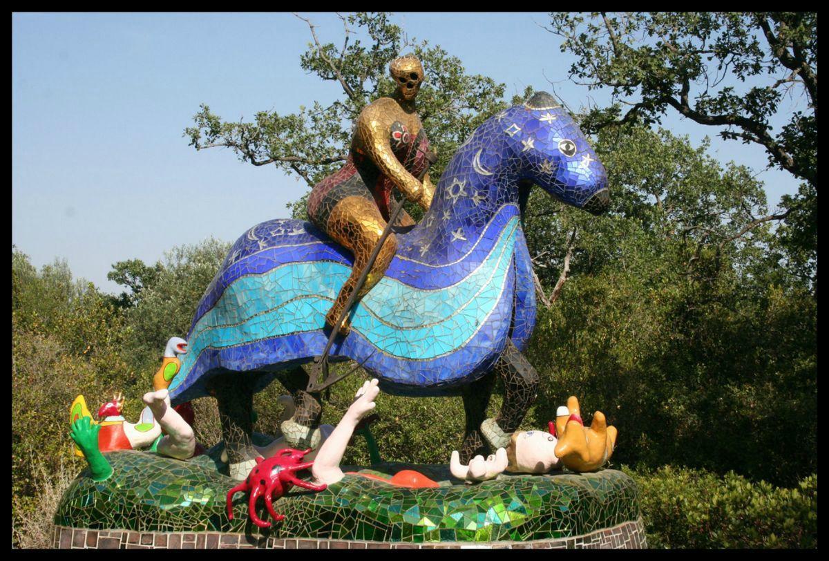 Explosion De Couleurs Jardin Des Tarots Chambre Avec Vues Art De La Mosaique Tarot Niki De Saint Phalle