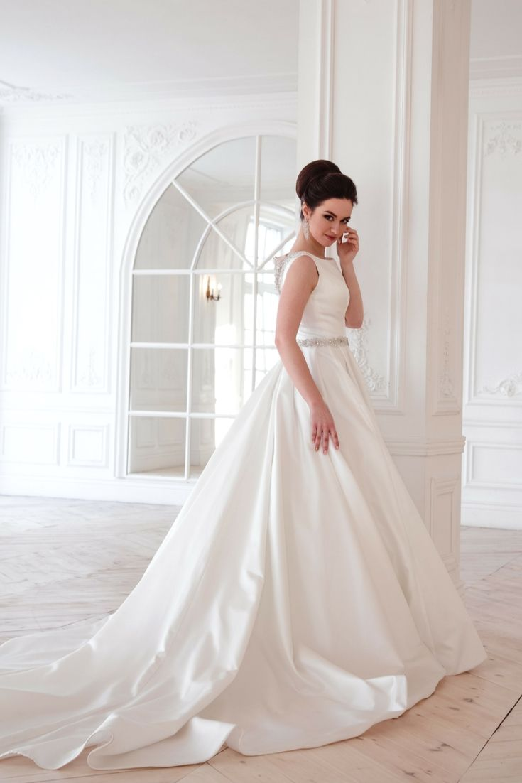 Your Perfect Wedding Gown Gallery Trying To Find The Latest Bridal Wear Versions Check Out Our Website Wedding Dresses New Bridal Dresses Modern Bridal Dress