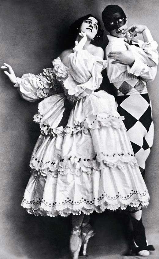 1914 Léon Baskt costume for Mikhail Fokine et Vera Fokina of les Ballets Russes for 'Carnaval'.