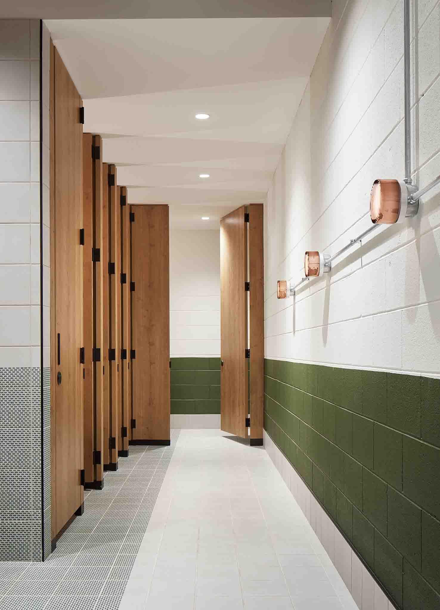Modern Industrial Bathroom In 2020 Cinder Block Walls Concrete Block Walls Glass Blocks Wall