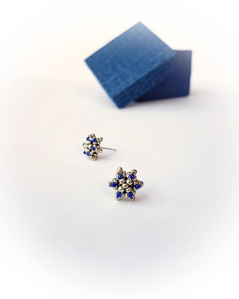 These earrings by Ruxandra Puscas... Love them! No pattern ...