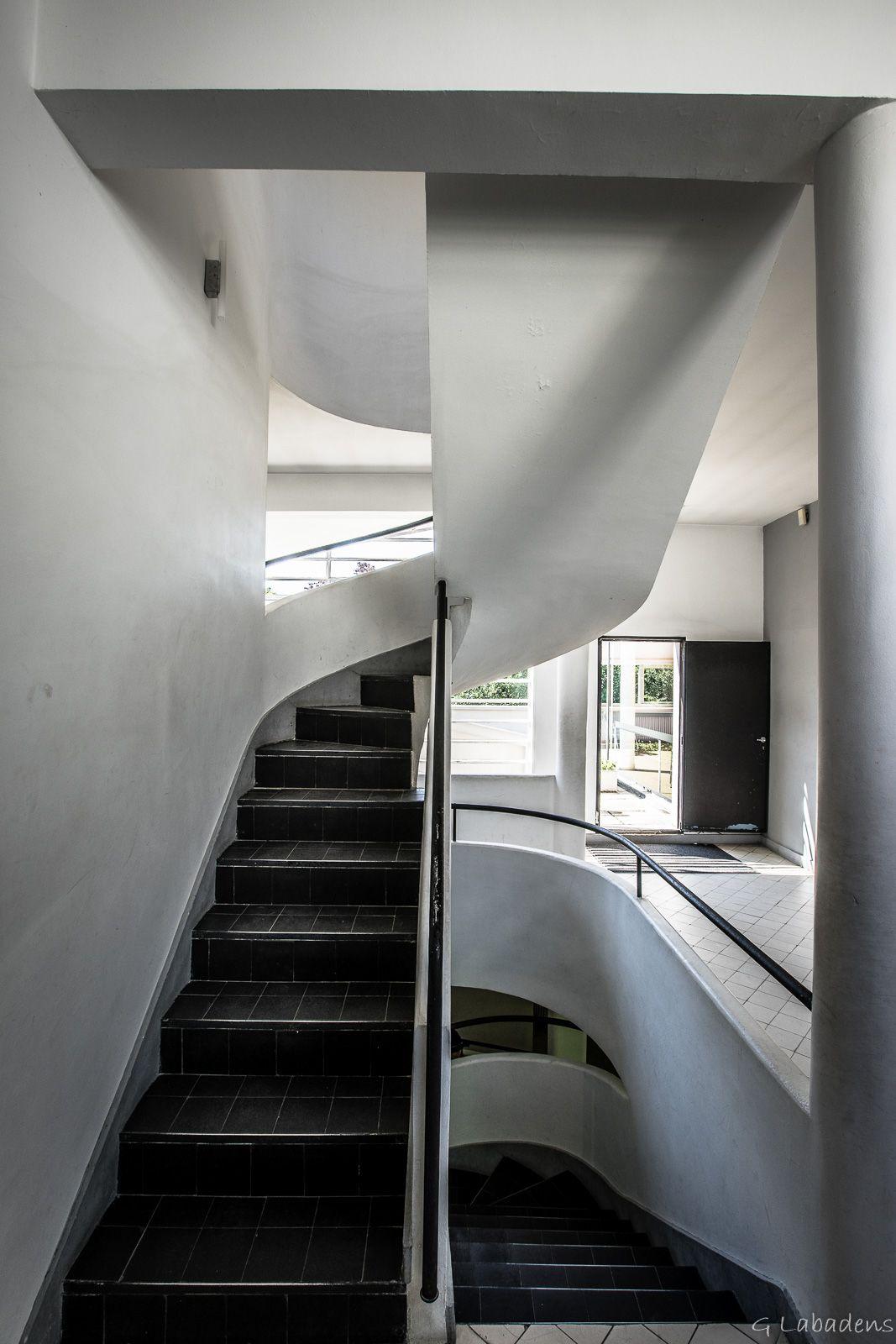 Visite en photos de la villa savoye à poissy architecte le corbusier