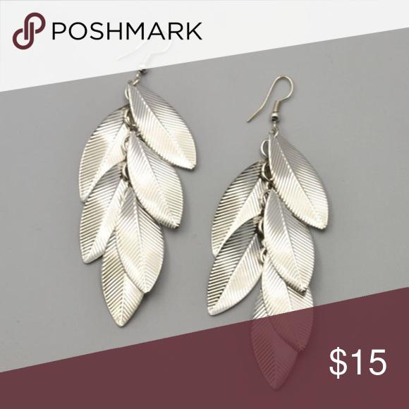 Leaf drop earrings Brand new. Color silver. Jewelry Earrings