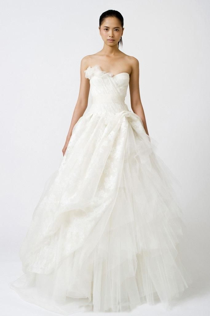 Vera Wang Freida Wedding Dress. Vera Wang Freida Wedding Dress on Tradesy Weddings (formerly Recycled Bride), the world's largest wedding marketplace. Price $4650...Could You Get it For Less? Click Now to Find Out!