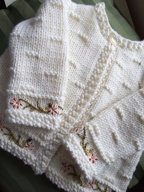Ravelry: luluknitty\'s Embroidered Baby Sweater | Crochet bb y nñ ...